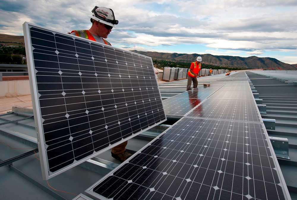 Foto av solcelleinstallatører