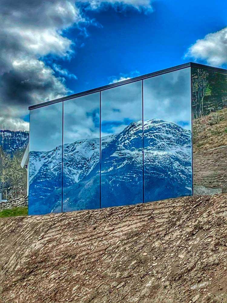 Foto av speilglasshytte