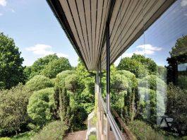 Foto av balkonginnglassing