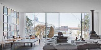 Foto av husbåt med skyvedører i glass