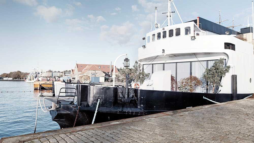 Foto av husbåt