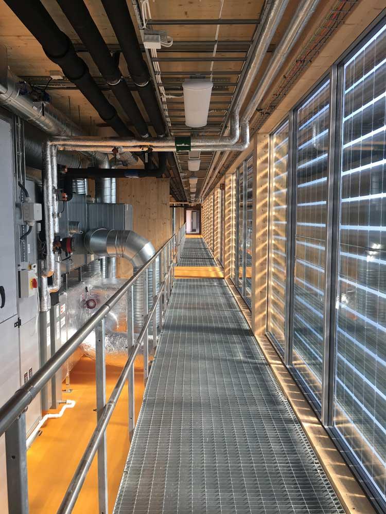 Foto av integrerte solceller i fasade